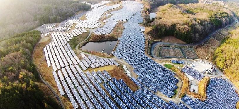 写真:岡山高梁メガソーラー発電所(岡山県)